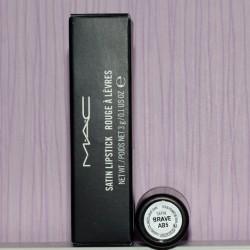 Produktbild zu M·A·C Lipstick – Farbe: Brave (Satin-Finish)