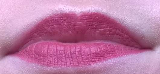 essence 2in1 matt lipstick & liner, Farbe: 02 make some noise! Detailfoto Mund