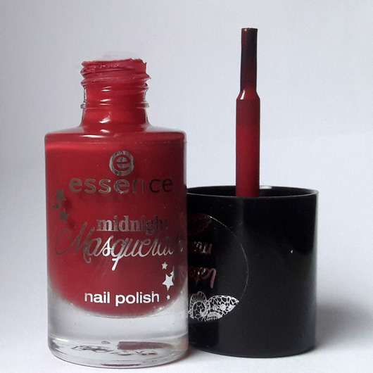 essence midnight masquerade nail polish, Farbe: 03 a vampire kissed my neck (LE)