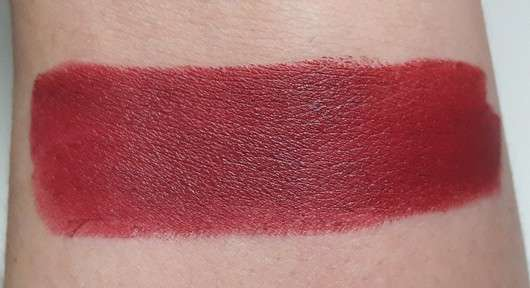 Swatch des just cosmetics vivacious beauty tempting love lipstick, Farbe: 030 deep burgundy (LE)