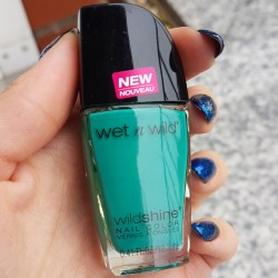 Produktbild zu wet n wild Wild Shine Nail Color – Farbe: E483D Be More Pacific