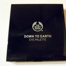 Produktbild zu The Body Shop Down to Earth Quad Palette – Farbe: 03 Grey