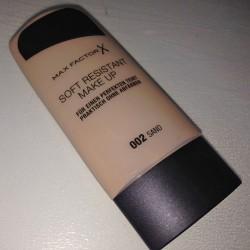 Produktbild zu Max Factor Soft Resistant Make up – Farbe: 002 Sand