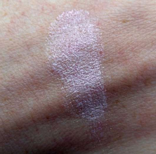 Rival de Loop Young Eyebrightener Cream, Farbe: 02 Shiny Rose - Swatch auf dem Handrücken