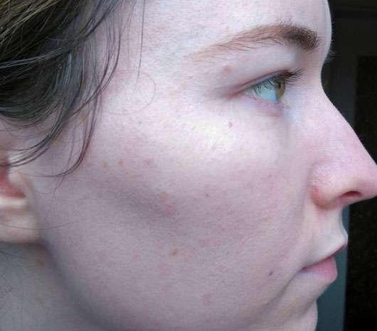 Rival de Loop Young Eyebrightener Cream, Farbe: 02 Shiny Rose - Gesicht im Profil