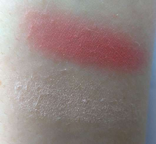 essence we are... awesome multicolour blush, Farbe: 01 you & me = awesome (LE) - Farbabgabe auf dem Arm