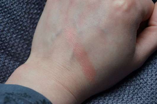 essence satin touch blush, Farbe: 10 satin coral Swatch