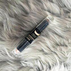 Produktbild zu Catrice Prime And Fine Contouring Duo Stick – Farbe: 010 Lighter Skin