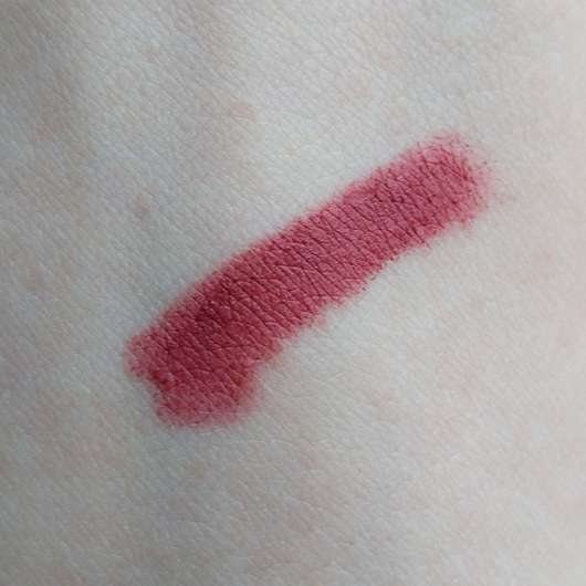 Swatch vom alverde Mat Lipstick, Farbe: 30 Lilac Passion