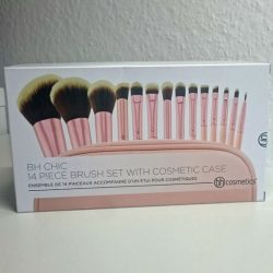 Produktbild zu bh cosmetics Chic 14 Piece Brush Set With Cosmtic Case