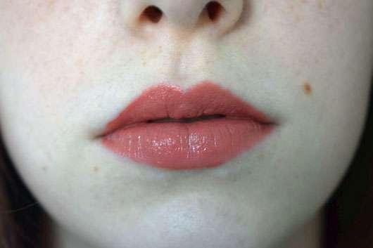 essence matt matt matt longlasting lipgloss, Farbe: 02 beauty-approved! - auf den Lippen