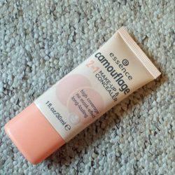 Produktbild zu essence camouflage 2in1 make-up & concealer – Farbe: 10 ivory beige