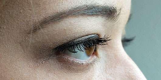 Yves Rocher Sexy Pulp Ultra-Volumen Mascara, Farbe: Schwarz - Wimpern zwei Schichten