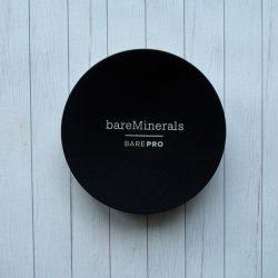 Produktbild zu bareMinerals BAREPRO Performance Wear Powder Foundation – Farbe: 16 Sandstone