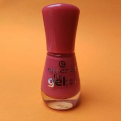 Produktbild zu essence the gel nail polish – Farbe: 77 dreaming of love?
