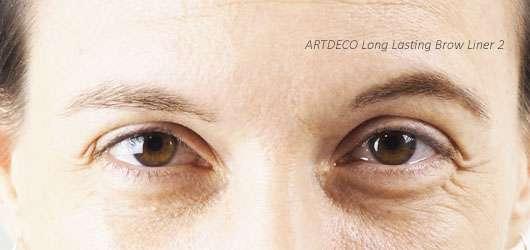 ARTDECO Augenbrauenstift aufgetragen