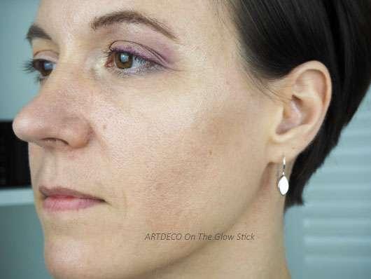 ARTDECO On The Glow Highlighter Stick im Gesicht aufgetragen
