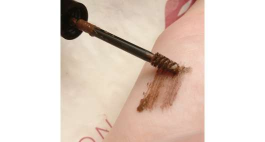 Swatch des SANTE Tinted Brow Talent, Farbe: 02 Brownie