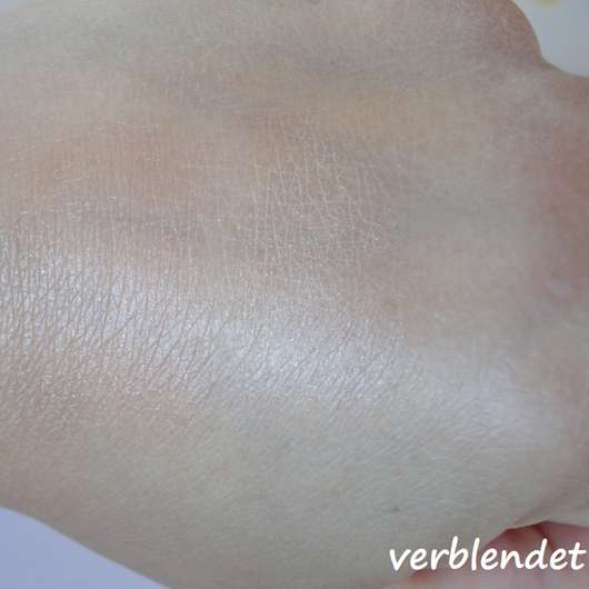 Swatches vom Misslyn Shaping Queen Blush & Highlight Stick, Farbe: 2 Sunkissed Glow (LE) nach dem Verblenden