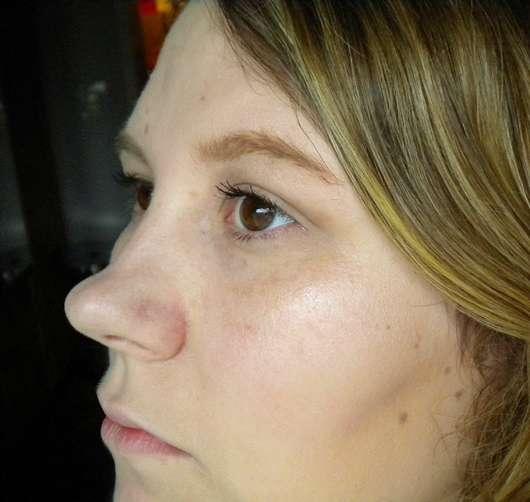 SANTE beautifying Highlighter Liquid - im Gesicht aufgetragen