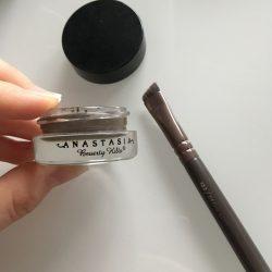 Produktbild zu Anastasia Beverly Hills Dipbrow Pomade – Farbe: Medium Brown