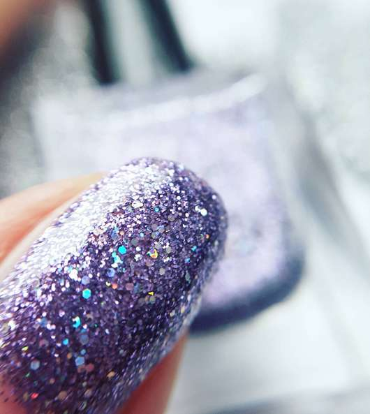 Catrice Dazzle Nail Lacquer, Farbe: C03 Amethyst (LE) auf dem Nagel