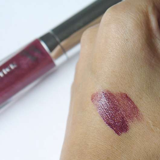 Swatch vom p2 effect matte liquid lipstick, Farbe: 050 doom bloom (sparkle matte effect)