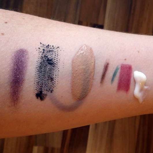 Oceanwell Pflegende Reinigungsmilch - Konsistenz und Make-Up Swatches