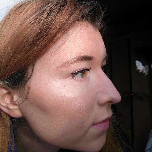 alverde Professional Contouring Kit , Farbe: 01 Light - im Gesicht aufgetragen