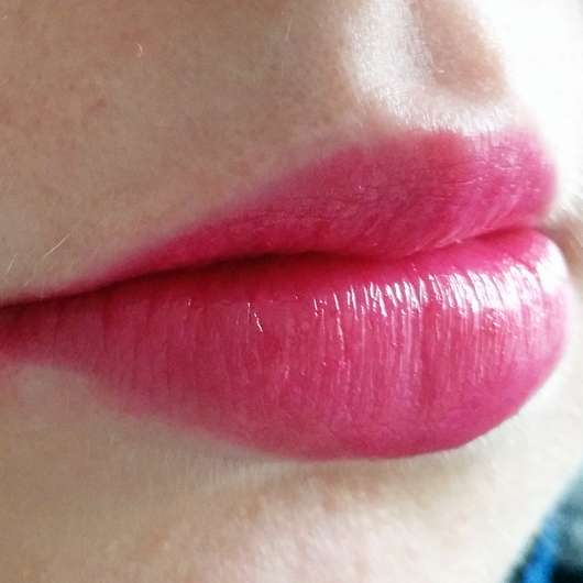 essence mermazing iridescent lipstick, Farbe: 02 let's be a mermaid (LE) - pinker Lippenstift als Base