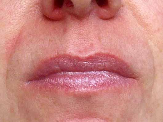 ISANA Lippenpflege Pearl & Gloss - auf den Lippen
