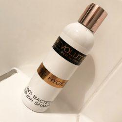 Produktbild zu Makeup Revolution Pro Hygiene Antibacterial Brush Shampoo