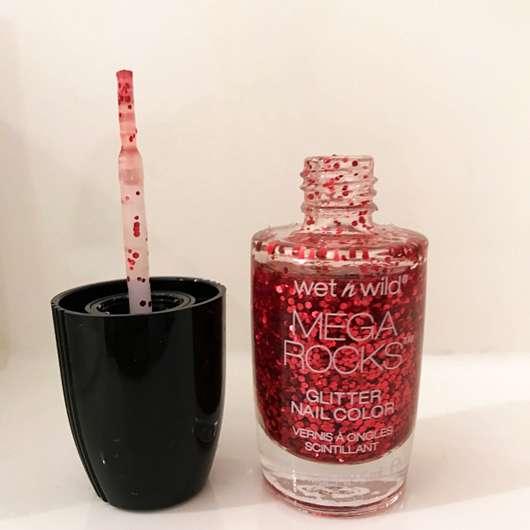 wet n wild Mega Rocks Glitter Nail Color, Farbe: E4964 Always in the Pit - Flasche geöffnet und Pinsel