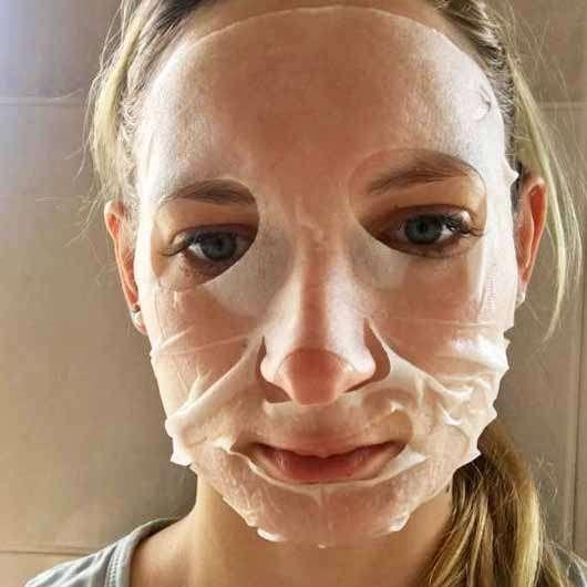 The Beauty Mask Company Feuchtigkeits-Boost Tuchmaske - Maske auf dem Gesicht