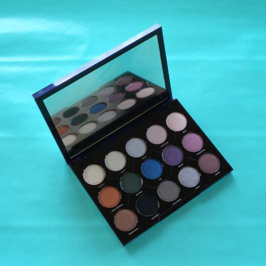 geöffnete Urban Decay Distortion Eyeshadow Palette