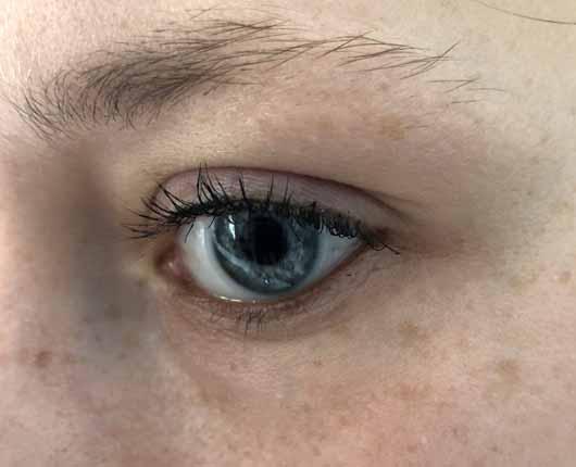 Alterra Kajal Eyeliner, Farbe: 02 Brown - auf der unteren Wasserlinie aufgetragen