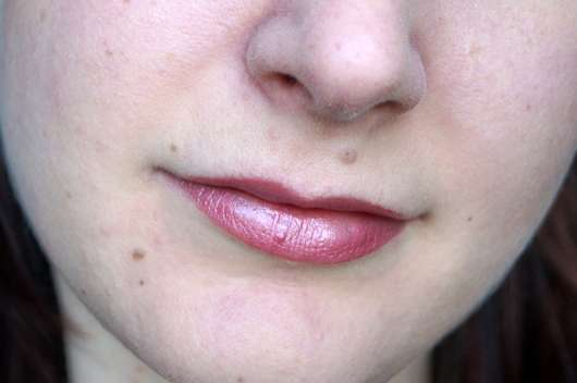 alverde Metal Glossys, Farbe: 40 Mauve Metallic - Auftrag auf den Lippen