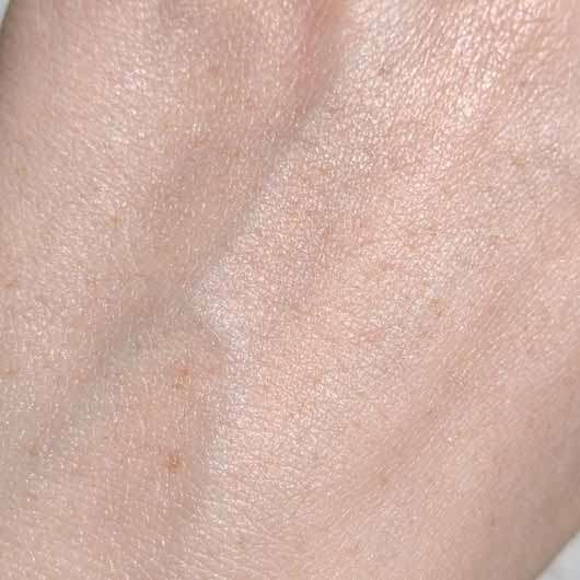 everdry Antitranspirant Body im Spender - Konsistenz eingezogen