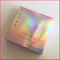 Produktbild zu BECCA Cosmetics Shimmering Skin Perfector Pressed – Farbe: Prismatic Amethyst (LE)
