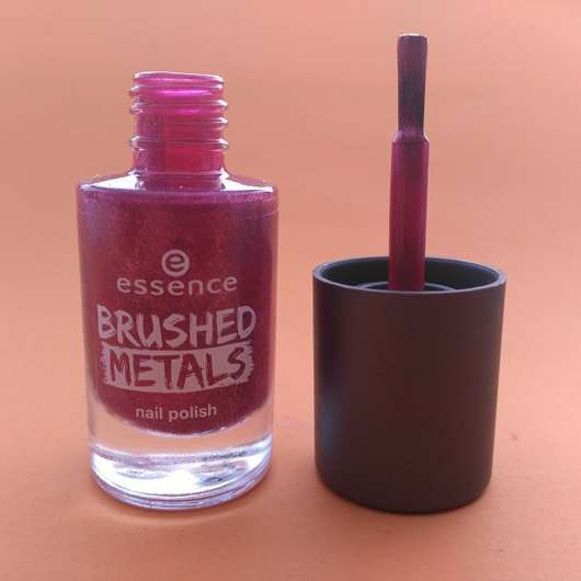 Pinsel des essence brushed metals nail polish, Farbe: 04 it's my party