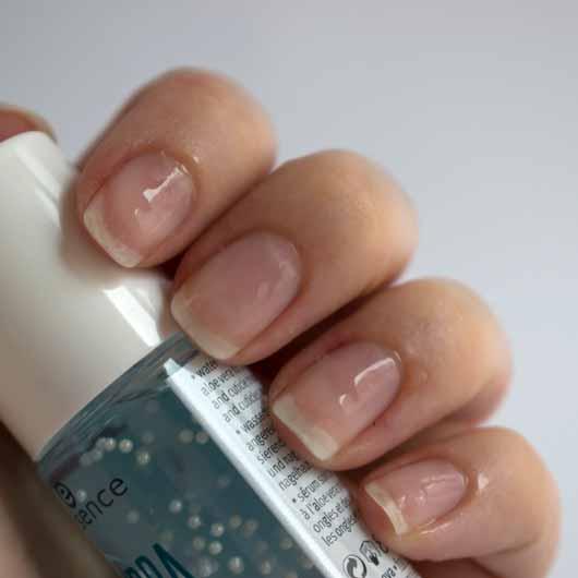 essence hydra nail care serum - Serum frisch aufgetragen