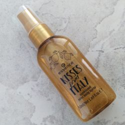 Produktbild zu essence kisses from italy sunkissed mini body spray – 01 o sole mio! (LE)