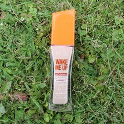 Produktbild zu Rimmel London Wake Me Up Foundation – Farbe: 010 Light Porcelain