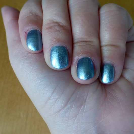 ANNY Nagellack, Farbe: Oceanholic (LE) - Farbeindruck auf den Nägeln