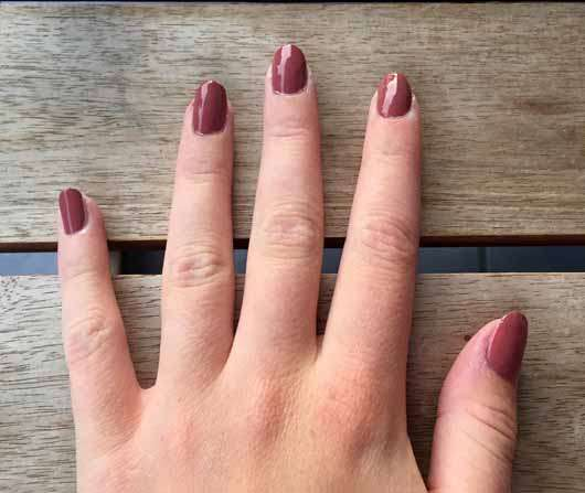 Catrice ICONails Gel Lacquer, Farbe: 10 Rosywood Hills - Farbe auf den Nägeln