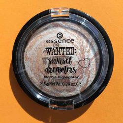 Produktbild zu essence wanted: sunset dreamers marble highlighter – Farbe: 01 golden summer days (LE)