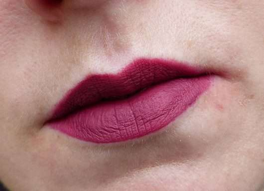 Lippen mit ARTDECO Full Mat Lip Color long-lasting, Farbe: 18 raspberry lover (LE)