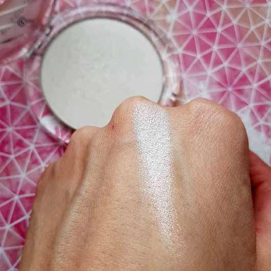 essence glazed donut highlighter - Swatch