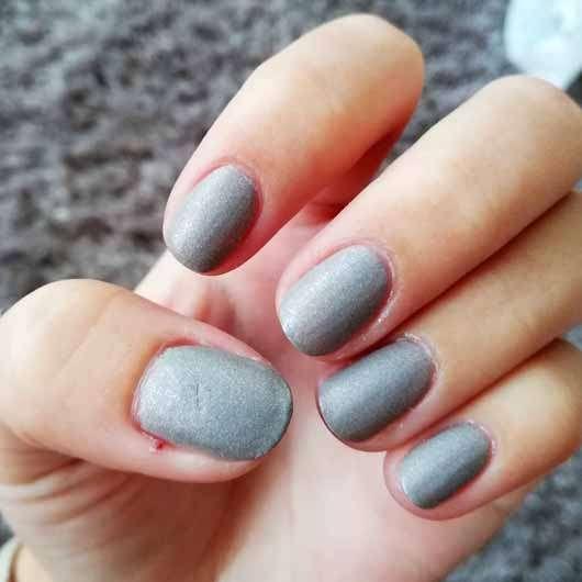 essence the gel nail polish, Farbe: 100 miracle stone - Farbeindruck auf den Nägeln