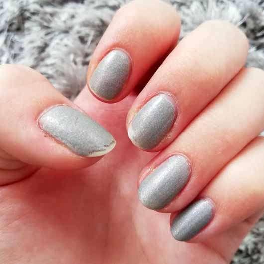 essence the gel nail polish, Farbe: 100 miracle stone - Farbeindruck auf den Nägeln nach ca. 1 Woche